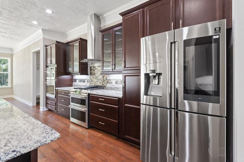 9320 (17) Kitchen.JPG