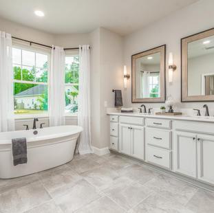 9323 (17) Master Bathroom.jpg