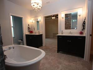 9256 Master Bathroom