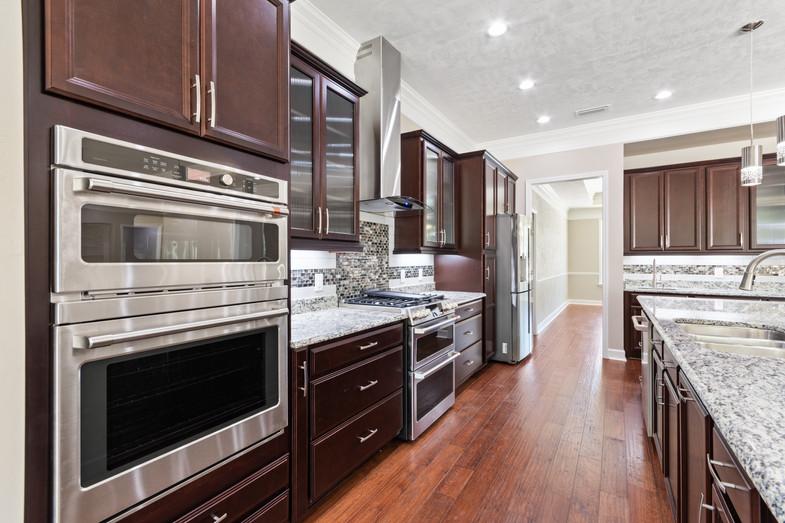 9320 (15) Kitchen.JPG