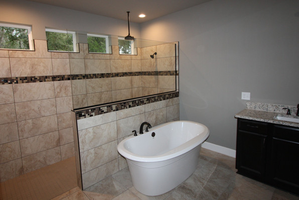 9284 (00) Master Bathroom.JPG