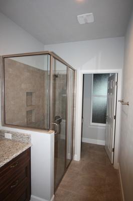 9283 (14) Bathroom.JPG