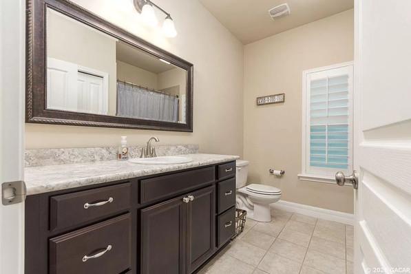9258 (11) Bathroom 2.jpg