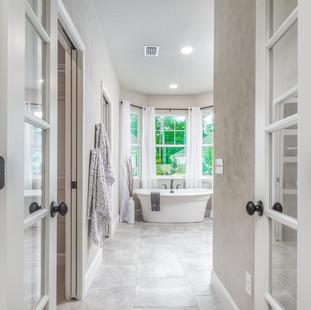 9323 (16) Master Bathroom.jpg
