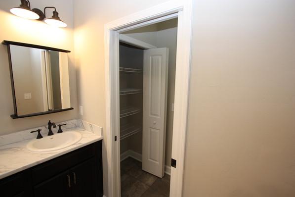 9293 (24) Master Bathroom.JPG