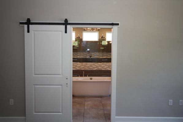 9295 (10) Master Bathroom Door.JPG