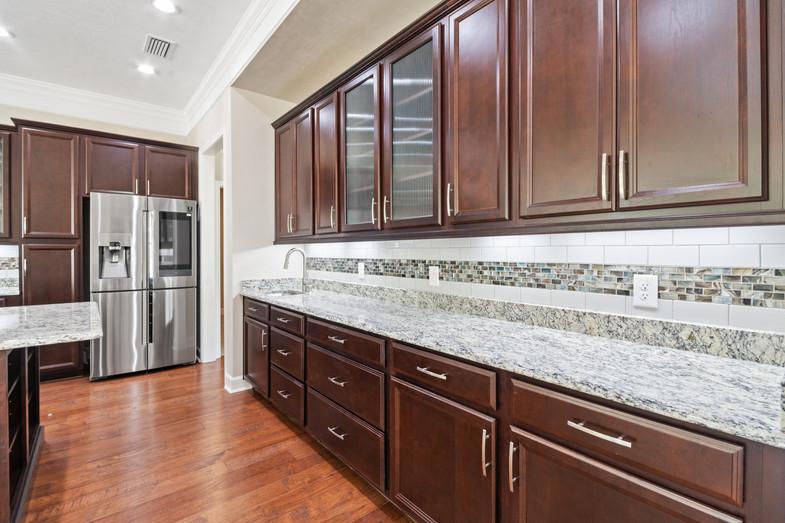 9320 (12) Kitchen.JPG