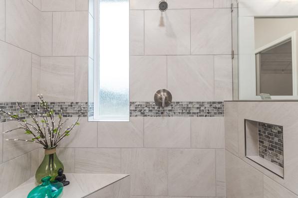 9318 (19) Master Bathroom.JPG