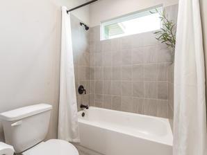 Augusta 25 Bathroom 3
