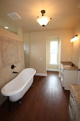 9250 (21) Master Bathroom.JPG