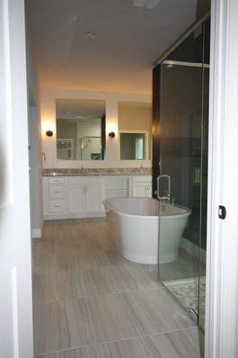 9316 (11) Master Bathroom.JPG