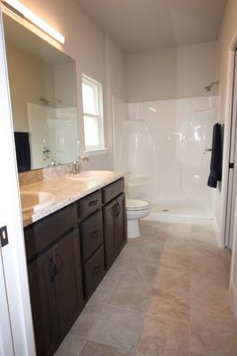 9296 (09) Master Bathroom.JPG