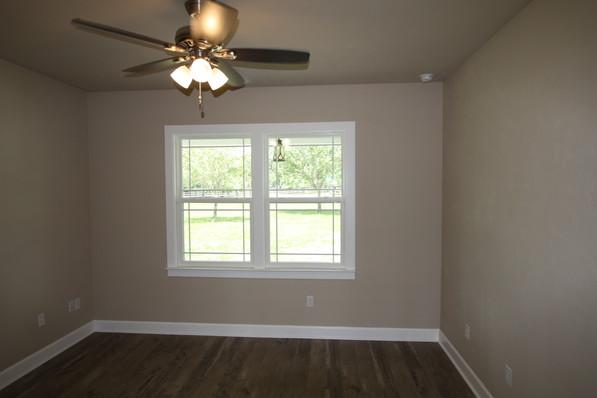 9271 (10) Bedroom.JPG