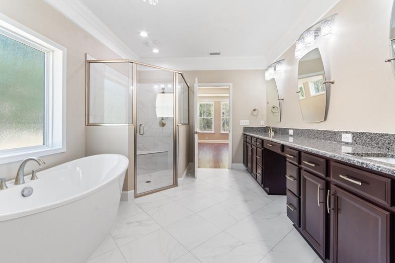 9320 (34) Master Bathroom.JPG