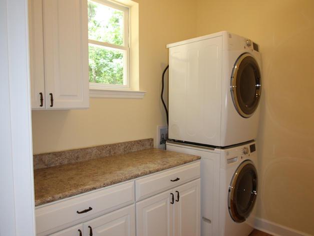 9246 Amelia (10) Laundry.JPG