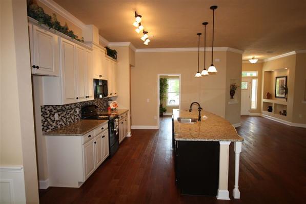 9242 (09) Kitchen.jpg