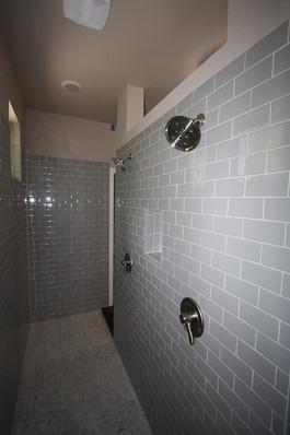 9247 (15) Master Shower.JPG