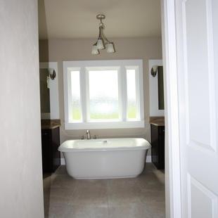 9271 (11) Master Bathroom Tub.JPG