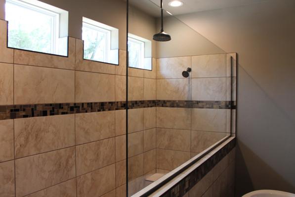 9284 (10) Master Bathroom.JPG