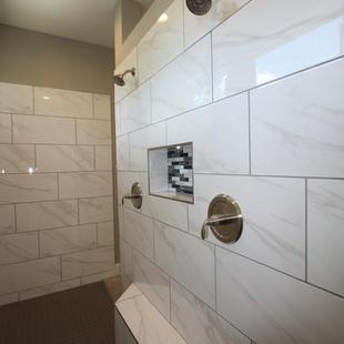 9299 (17) Master Bathroom.JPG