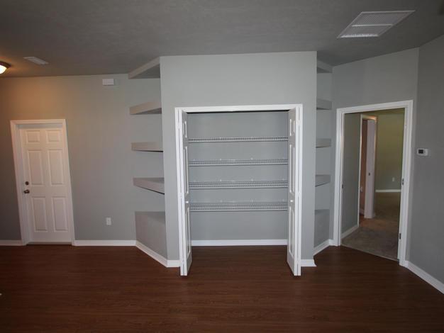1027 Storage