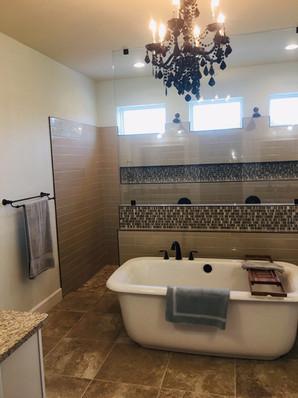 9292 (13) Master Bathroom.jpg