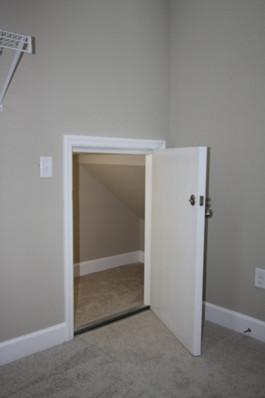 9247 (18) Master Closet Under Stair Stor