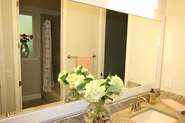 9260 (12) Jack & Jill Bathroom.JPG