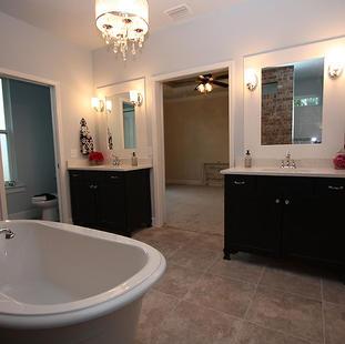 9256 (14) Master Bathroom.JPG