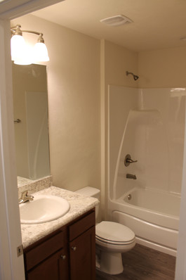 9281 (12) Bathroom.JPG