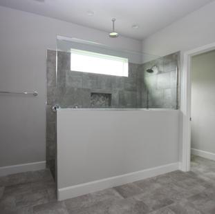 9319 (03) Master Bathroom.JPG