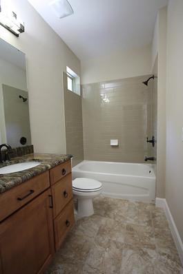 9259 (14) Bathroom 2.JPG