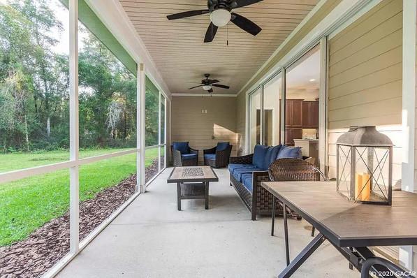 9258 (14) Exterior Porch.jpg