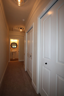 9256 (16) Hallway.JPG