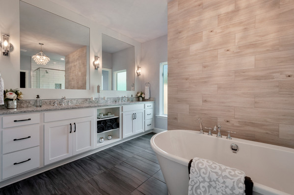 9294 (11) Master Bathroom.jpg