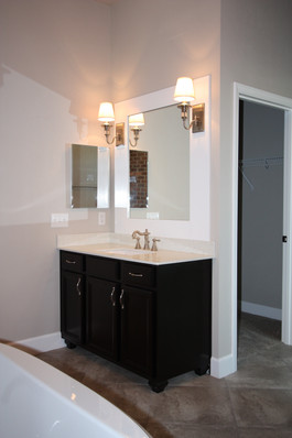 9261 (15) Master Bathroom.JPG