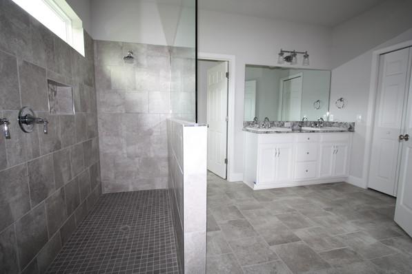 9319 (04) Master Bathroom.JPG