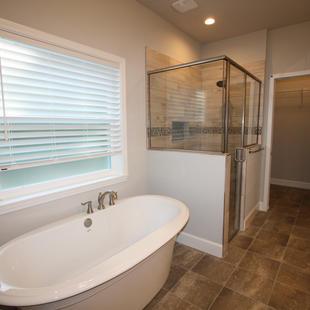 9301 (08) Master Bathroom.JPG