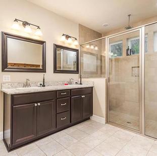 9258 (09) Master Bathroom Vanity.jpg