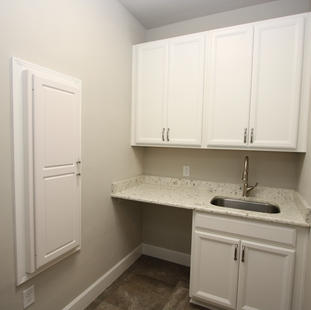 9295 (21) Laundry Room.JPG