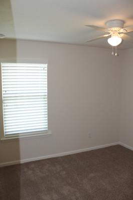 9281 (10) Bedroom.JPG