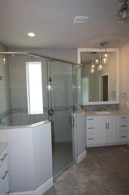 9289 (12) Master Bathroom.JPG