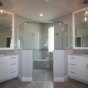 9289 (11) Master Bathroom.JPG