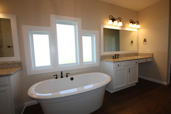 9267 (17) Master Bathroom.JPG