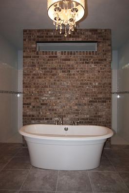 9256 (13) Master Bathroom Tub.JPG