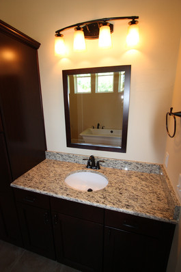 9249 Memphis (25) Master Bathroom.JPG