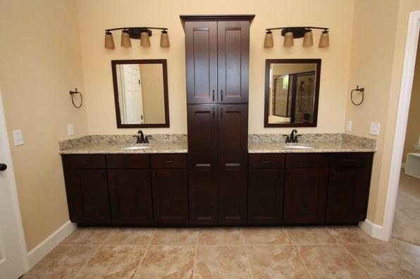 9249 Memphis (24) Master Bathroom.JPG