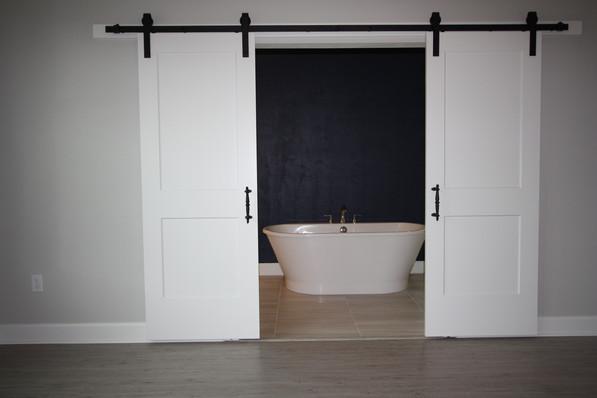 9316 (09) Master Bathroom Doors.JPG