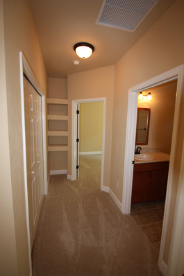9249 Memphis (18) Hallway.JPG
