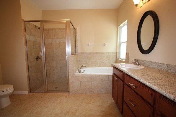 9254 Lascaster II (11) Master Bathroom.j
